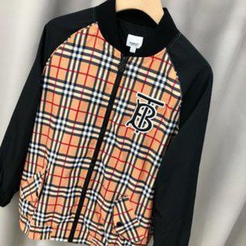 Burberry sells fashionable plaid printed zippered jackets for men and women High quality