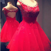 Modern A-line Scoop Sleeveless Tulle Beading Red Homecoming Dress