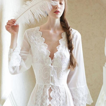 2016Pure Sexy Long Nightwear White Lace Vintage Princess Dress Medieval Nightgown European-style Palace Robe Beautiful Vestidos