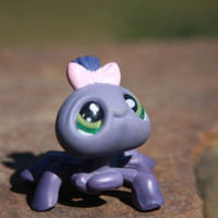 Littlest Pet Shop Spider #329 Real Green Eyes and Pink Bow