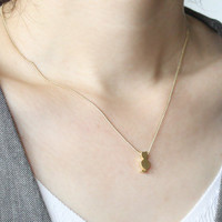 Tiny cat necklace in gold