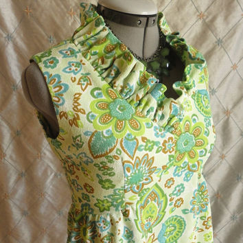 ON SALE 60s Dress // Vintage 1960s Green Floral Print Dress with Ruffled Neck Size M