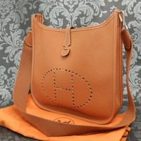 Rise-on HERMES Evelyne PM Brown Epson Leather Shoulder Bag #133