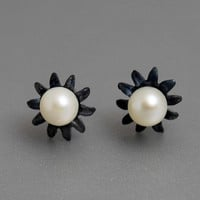June Birthstone Pearl Flower Studs Earrings Oxidized Sterling Silver Black White Pearls Modern Bride Jewelry Romantic Wedding Different Gift