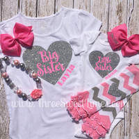 Big Sister Lil Sister heart Set, Leg warmers, Bubble Gum Necklace, Personalized Bows. Baby Shower gift. New Baby gift.