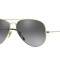 Look who's looking at this new Ray-Ban Aviator Classic