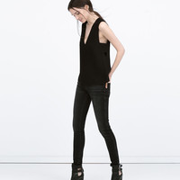 BLACK MID-RISE JEANS New