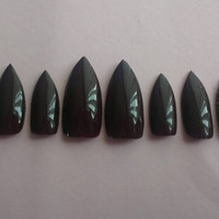 10 press on stiletto nails to fit medium nail beds.