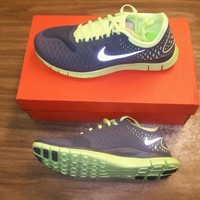 Nike Wmns Free Run 4.0 V2  size 9 Color 300