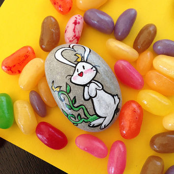Bunny and friends, handpainted stone with message 'Friends make your life shine' - Easter gift idea