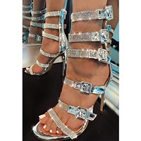 New Roman plus-size sandals made of see-through rhinestone are a fashion hit