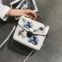 Women Fashion Retro Embroidery Flower Pattern Handbag Single Shoulder Messenger Bag