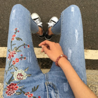 Print Embroidery Floral A pair of jeans