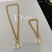 Dior eye-catching and fashionable necklace