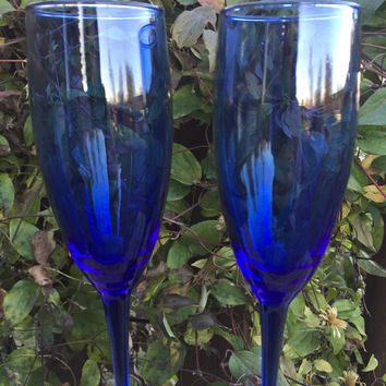 vintage blue fluted Champagne toasting glasses, cobalt blue Luminarc champagne flutes, wedding toasting, cobalt blue champagne glasses