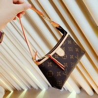 New Arrival LOUIS VUITTON LV Shoulder Bag Messenger Bag