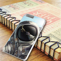 Astronout In Space Meet The Alien iPhone 6 Plus   iPhone 6S Plus Case