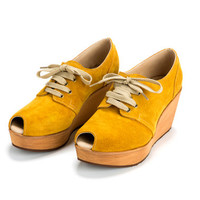 Heel shoes. Jimmy Mustard, 8cm heel, closed shoe with a peep hole for the toe.