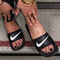 Trendsetter Nike Woman Casual Fashion Sandals Slipper Shoes
