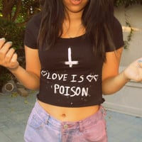 Love is poison Black crop top Inverted cross par NerdyYouth sur Etsy