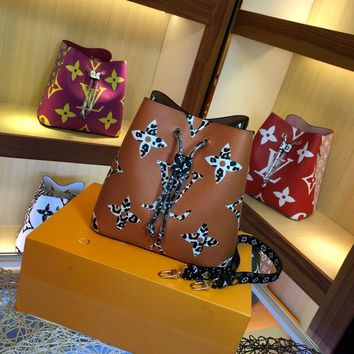New look and fashionable bucket bag with white Patchwork and leopard patchwork decorations SIX