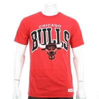Tee Shirt Mitchell And Ness Chicago Bulls ArchTail Rouge - LaBoutiqueOfficielle.com