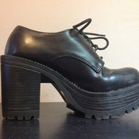90s Black PLATFORM Shoes 1990s Lace Up Platform Ankle Boots Chunky Heel Shoes Faux Leather Goth Grunge Cyber Club Kid Shoes Womens 5.5 5 1/2