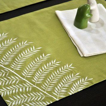 White and Green Fern Linen Placemat 14 x 18 Set of 4 by Kainkain