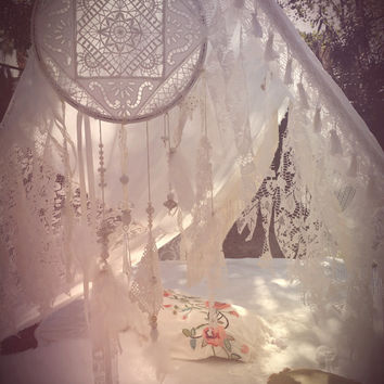 Boho Tent Wedding Dreamcatcher lace crochet Decor TeePee photo prop Bohemian hippie backdrop gypsy white bride shabby chic Dream catcher