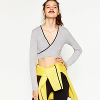 CONTRASTING CROSSOVER TOP DETAILS