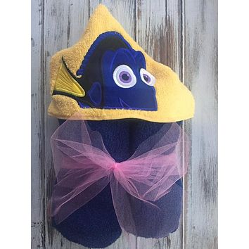 Dory Hooded Towel