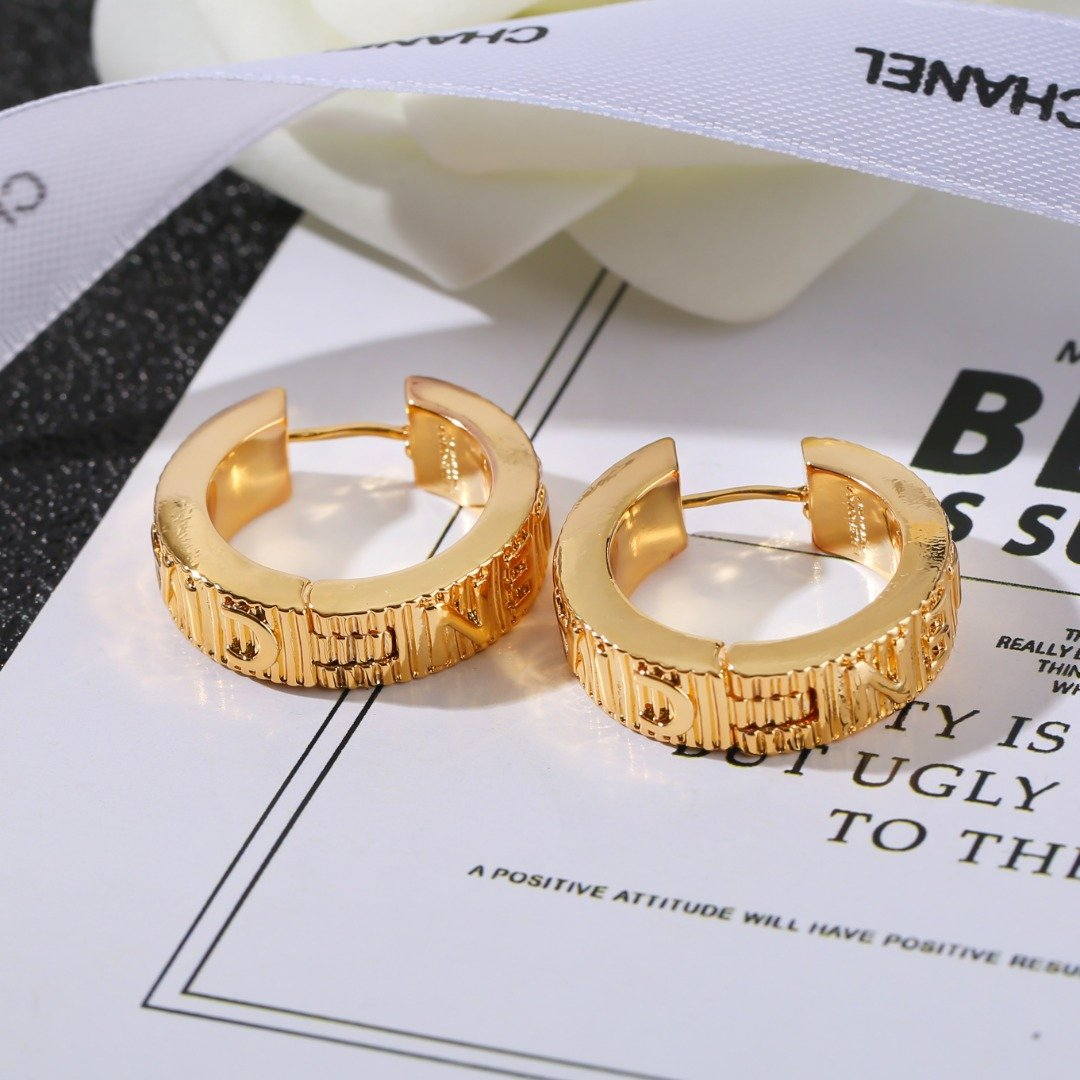 Image of Balenciaga Woman Fashion Accessories Fine Jewelry Ring & Chain Necklace & Earrings