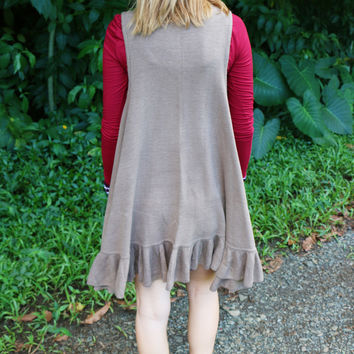 Ruffled Sweater Vest in Mocha