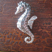 Seahorse drawer knob / cabinet pull in Silver metal (MK148)