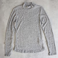 Final Sale - Ribbed Mock Neck Long Sleeve Shirt in Heather Grey