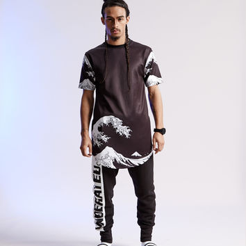 UNDER THE WAVE Black Long tee