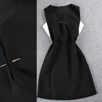 Solid Sleeveless  Brooch Clipped  A-Line Mini Dress