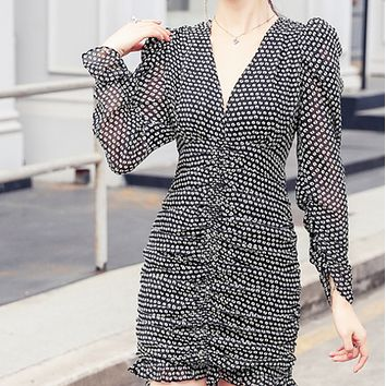New hot sale V-neck temperament black and white pleated chiffon long sleeve high waist dress