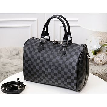 Louis vuitton sells women's casual shoulder bags with fashionable printed duffel bags #2