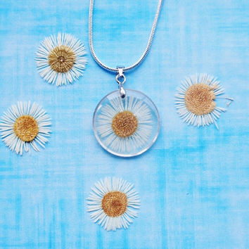 Mini Daisy Necklace Petite Real Flower  Pressed Daisy Resin Jewelry Summer Transparent Botanical Necklace / Pendant