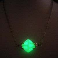 Lana Lang Kryptonite Necklace - Glow in the Dark - Glow Kryptonite - Glowing Kryptonite - Superman Jewelry - Smallville = 1946591940
