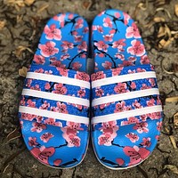 Onewel Adidas Original Adilette Color ‮ Series Paint ‬ Column ‮ Nakou ‬ Rice Technology Synthesis Waterproof and Slipproof ‮ So Soft ‬ Suitable print blue pink flower floral