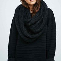 Fluffy Snood in Black - Urban Outfitters