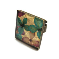 Pressed flower ring, Dried hydrangeas jewelry in resin, Square Antique brass adjustable ring, Turquoise Real flower ring, Vintage style