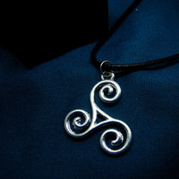 Teen wolf necklace - FREE SHIPPING - mtv jewelry pendant - Scott McCall gift cahrm - triskelion triskele