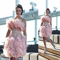 In Fashion Pink Satin Straight Cocktail Dresses 2017 Scoop Appliques Beaded Feather Off Shoulder Prom Dresses