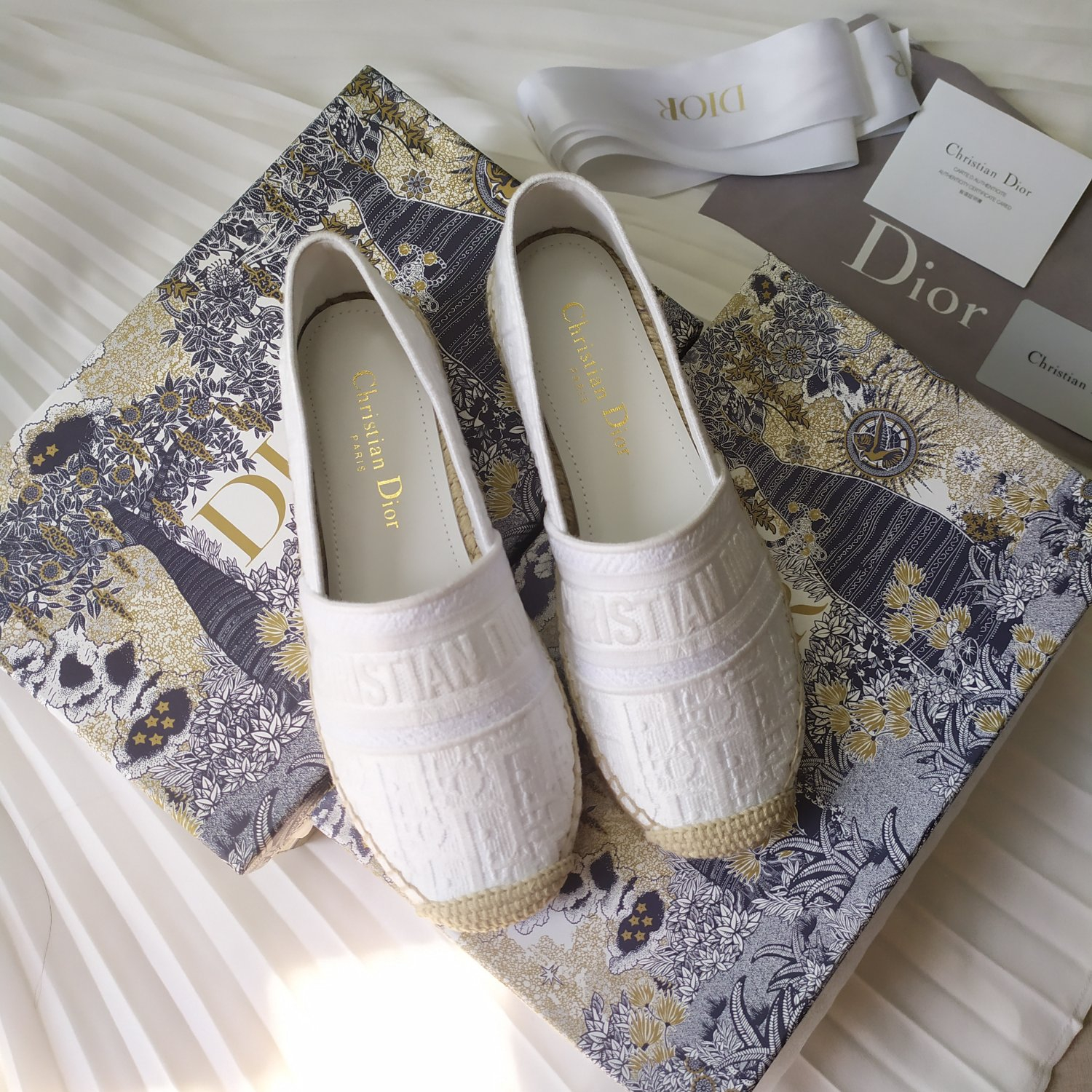Image of DIOR New color embroidered fisherman's shoes