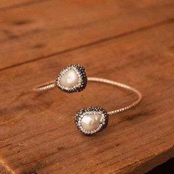 Pleated Bracelet with Freshwater Pearls and Swavorski Crystals