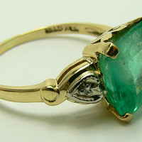 Bewitching Colombian Emerald and Diamond Solitaire Ring 10k
