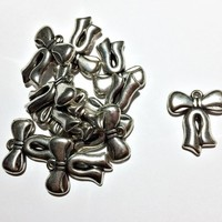set of 10 pieces ribbon / bow charms, acrylic in silver, 25mm x 28mm - C131